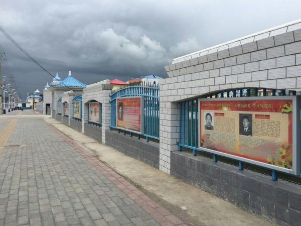 河南县制作民族团结进步文化长廊