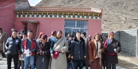 班玛县人民法院干警节前慰问贫困群众 - 法院
